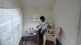 Sit out inside the Tent,enjoying the hot Tea and Pakoras